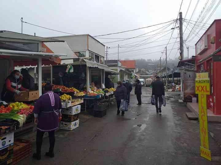 , Cetățenii Turzii dau dovadă de responsabilitate în piața centrală., Stiri Turda - MinaDeStiri